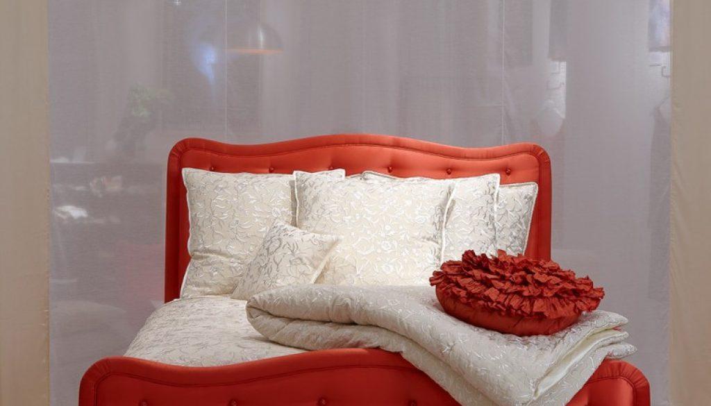 ANN Gish Silk Bed